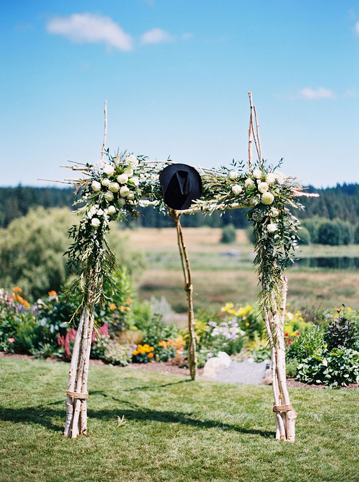 Rustic-Outdoor-Wedding-Altar