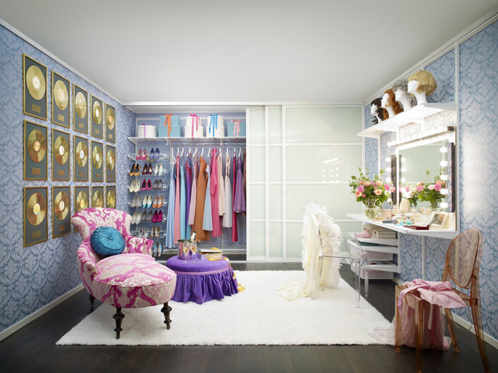 Small-Dressing-Room-Cozy-Women-Dressing-Room