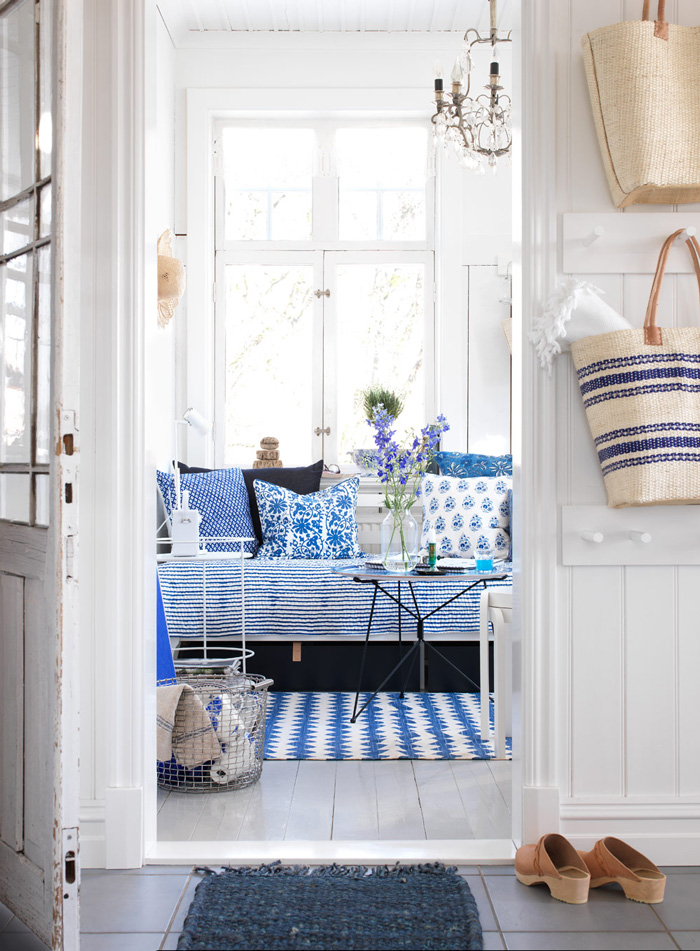 Summer-House-in-cottage-style-Blue-and-white