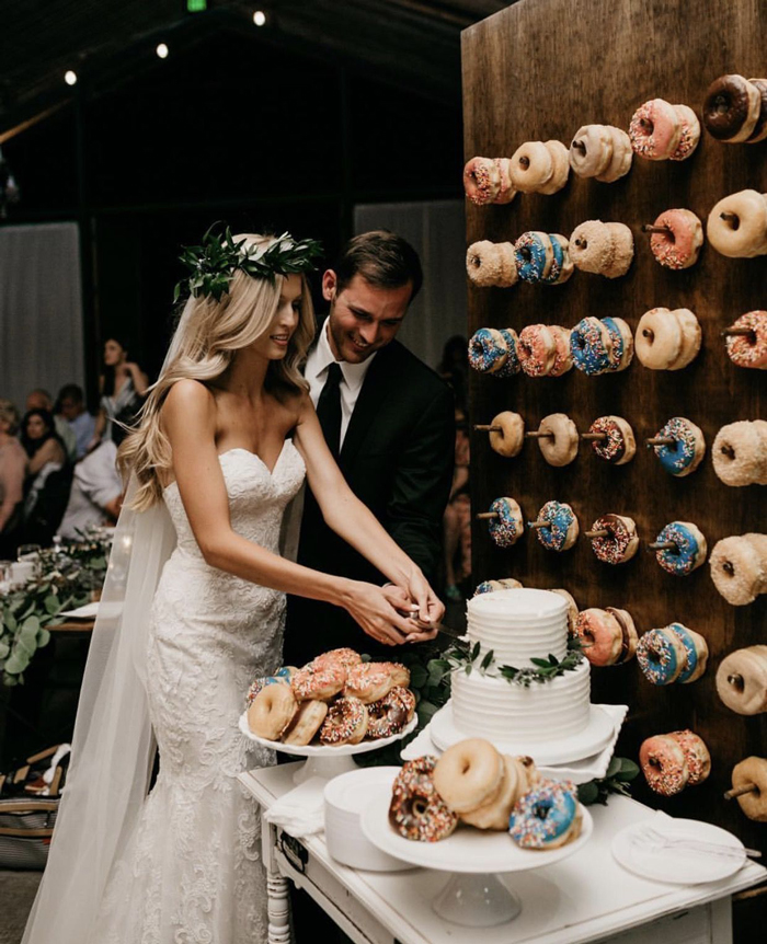 Vintage-Wedding-Ideas-Donuts-Cake-for-Wedding