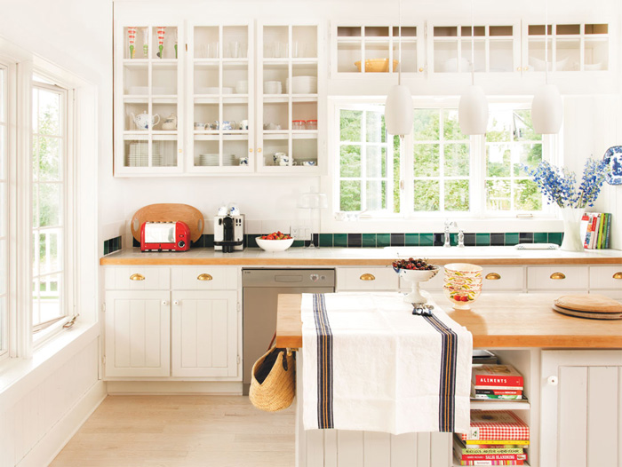White-Cottage-Kitchen-Decor-Design