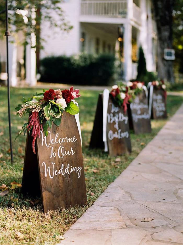 Wooden-Wedding-Signs-Outdoor-Wedding-Decoration