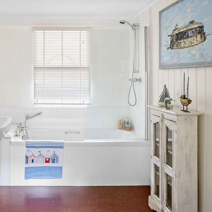Nautical Bathroom-with-coastal-accessories-and-feel