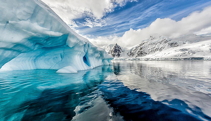 Antarctica-landscape-View-Iceberg-Mountains