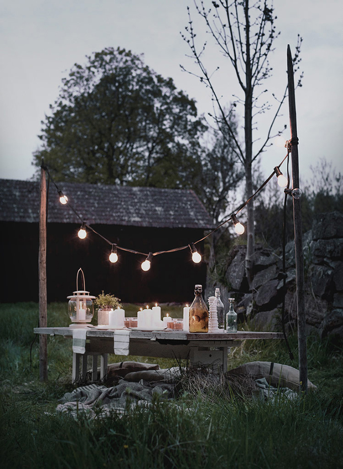 Backyard-Vintage-Decor-Ideas-Bulb-Lights