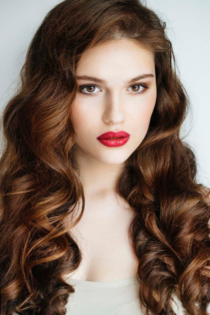 Bouncy-waves-Covering-Shoulders-for-Long-Hair-Types