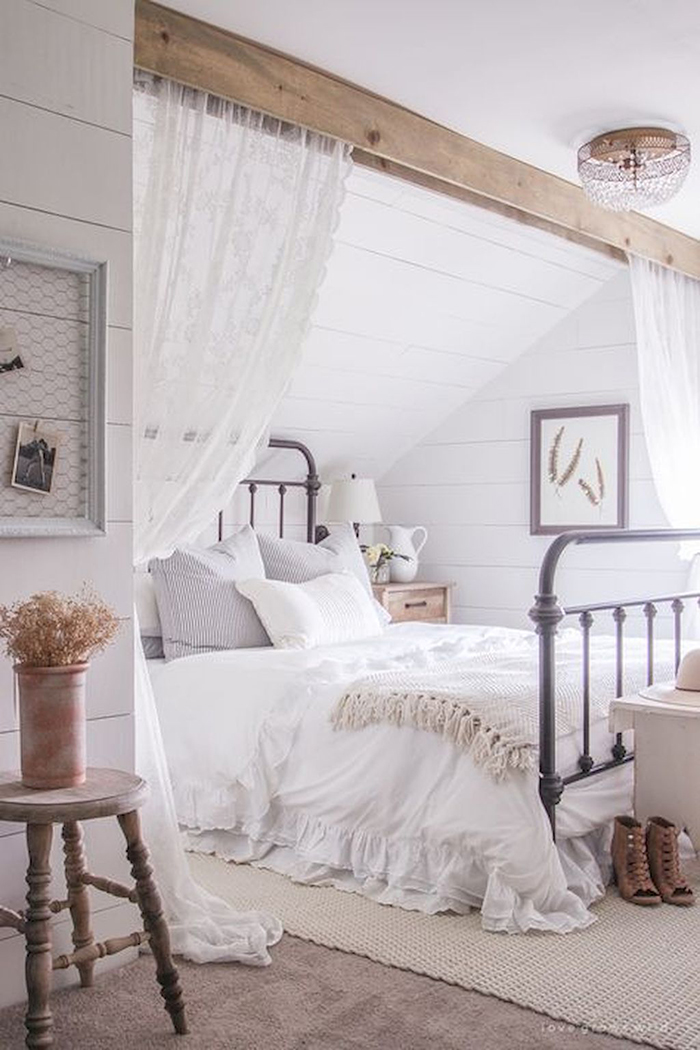 Cozy-Vintage-White-Bedroom-Ideas