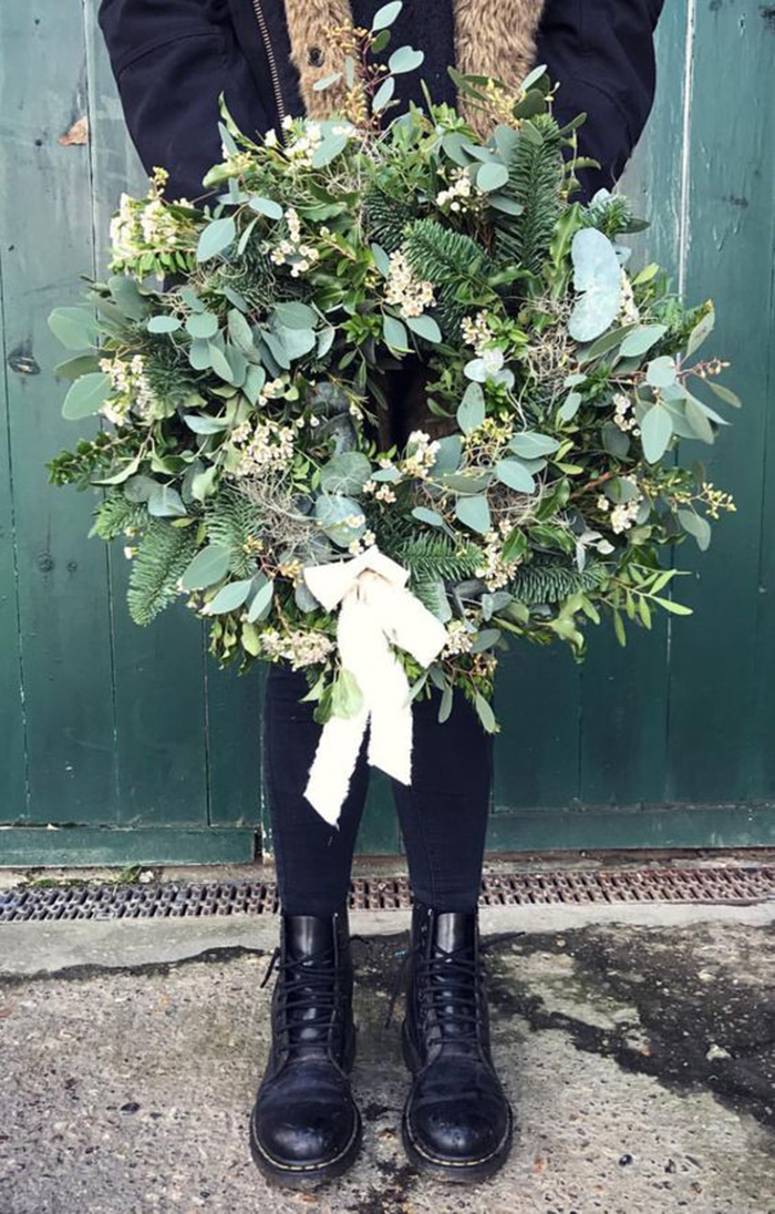 DIY-Door-Christmas-Decoration-Ideas-Wreath