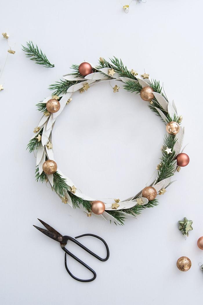 DIY-Holiday-Door-Wreath
