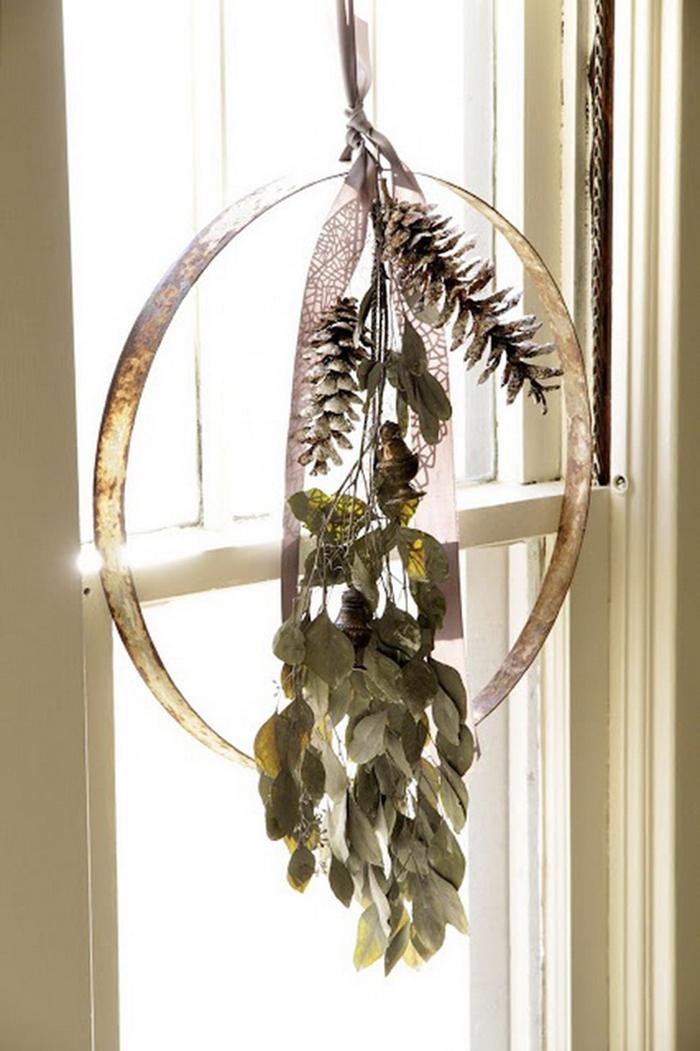 Elegant-Christmas-DIY-Window-Decor-Idea