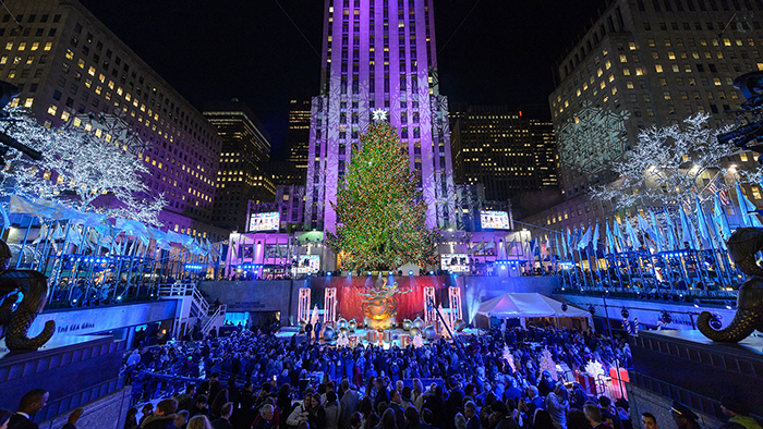 Outdoor-Christmas-Lights-and-Christmas-Tree-in-New-Yor-City