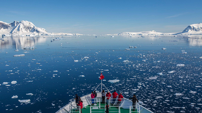 Sailing-in-Antarctica