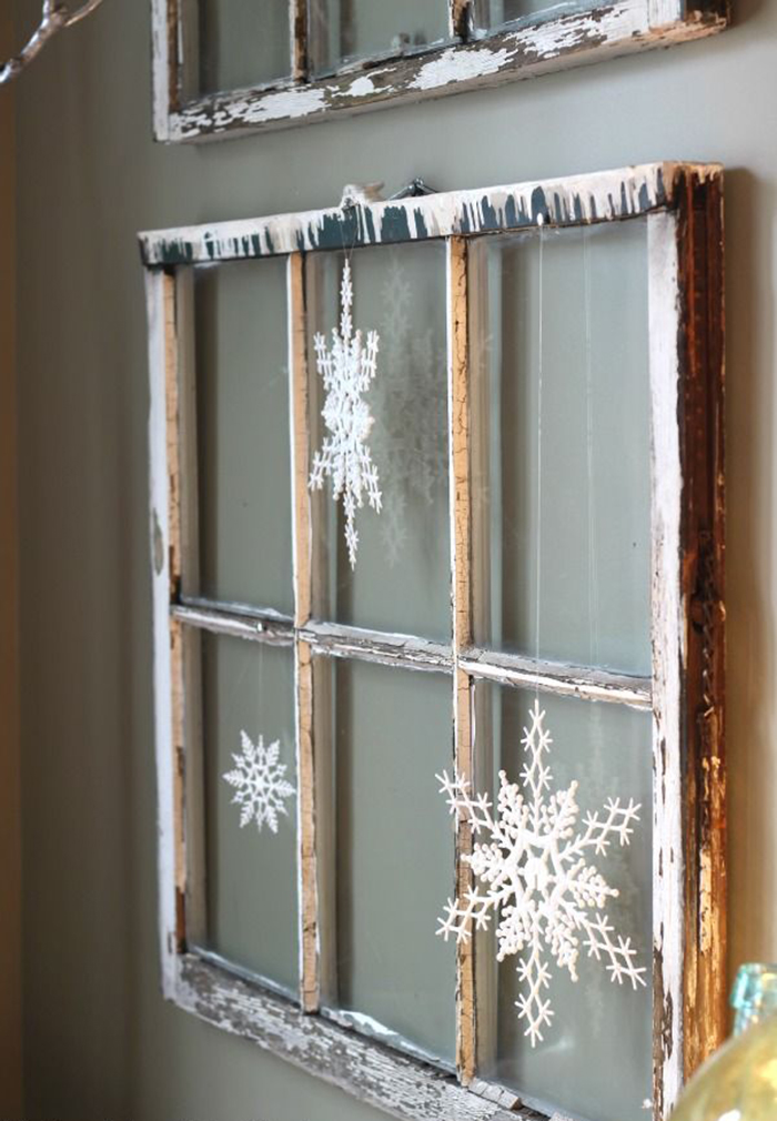 Snowflakes-in-frame-DIY-Holiday-Home-Decor
