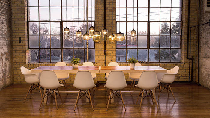 Vintage-Chic-Dinner-Chandeliers