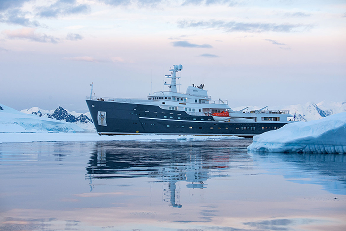 antarctica-ship-expedition
