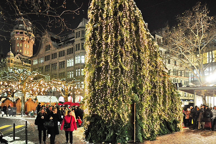 Celebrating-Christmas-Eve-in-Zurich,-Switzerland