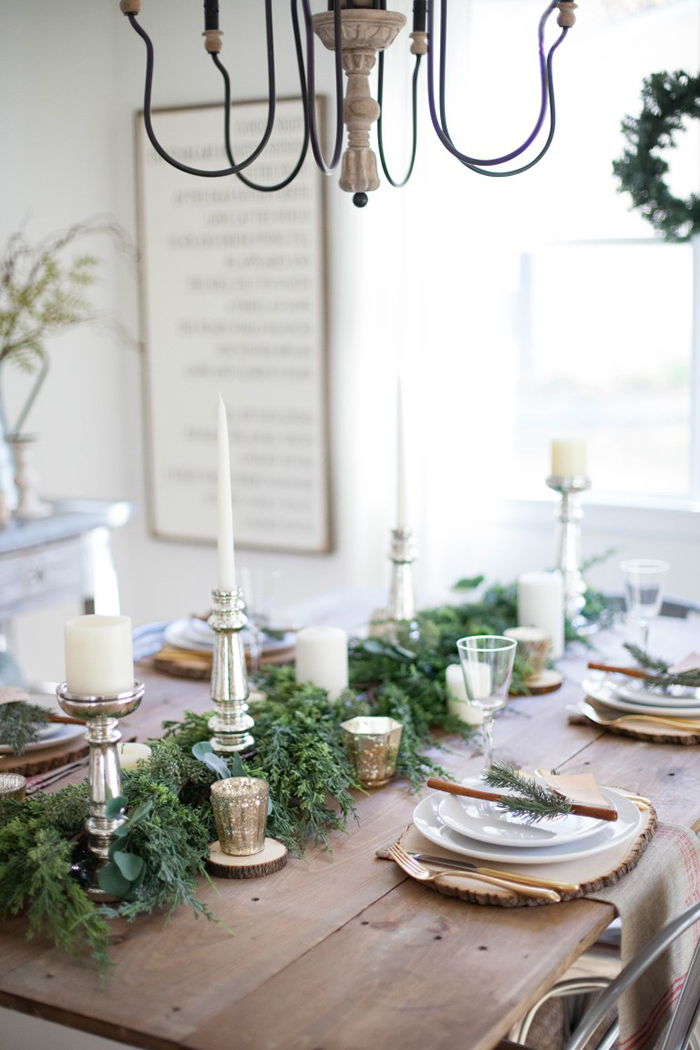 Christmas-Candles-Table-Decor
