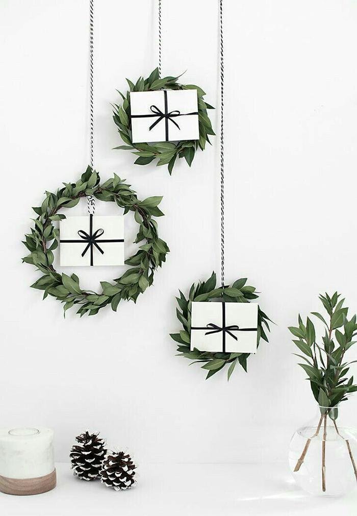 Christmas-DIY-Wall-Decor-Wreaths