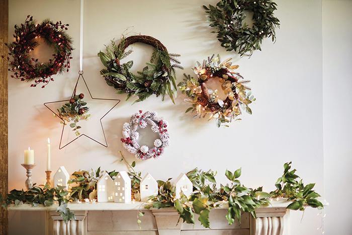 Christmas-Wall-Decor-Wreath-Ideas