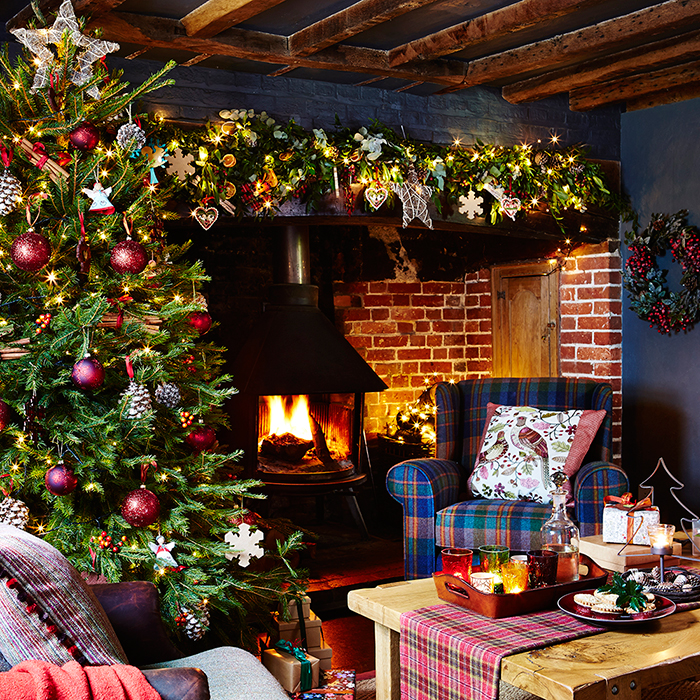 Cozy-Fireplace-Christmas-Decor-Inspirations