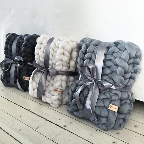 Easy-Cheap-Christmas-Gift-Ideas-handmade-warm-scarf