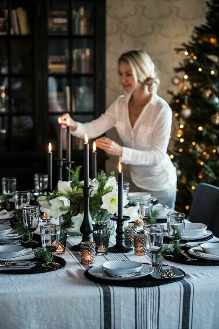 Elegant-Stylish-Christmas-Table-Decor-in-Grey
