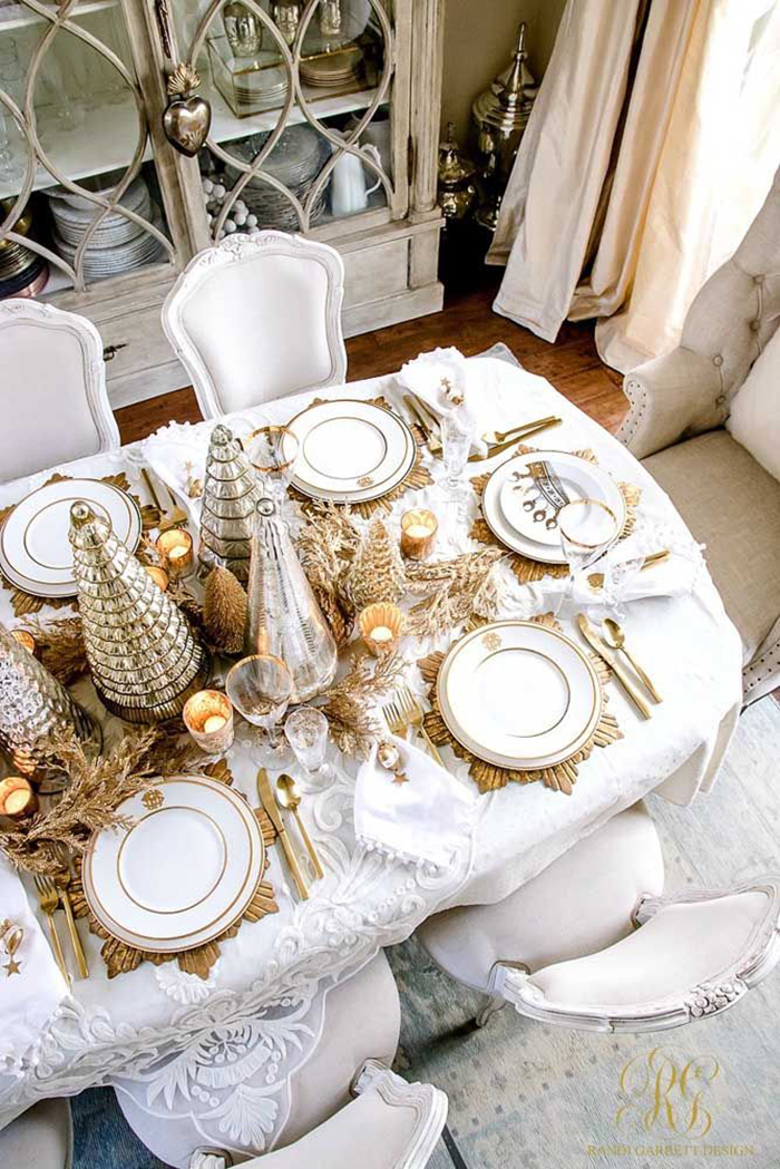 Glamorous-Gold-Christmas-Table-Decor-Inspiration