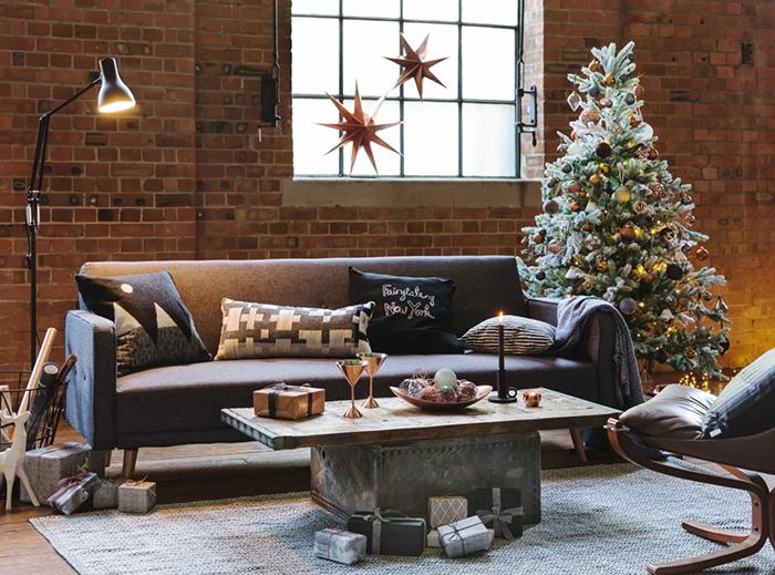 Industrial-Rustic-Living-Room-Christmas-Decor-Ideas