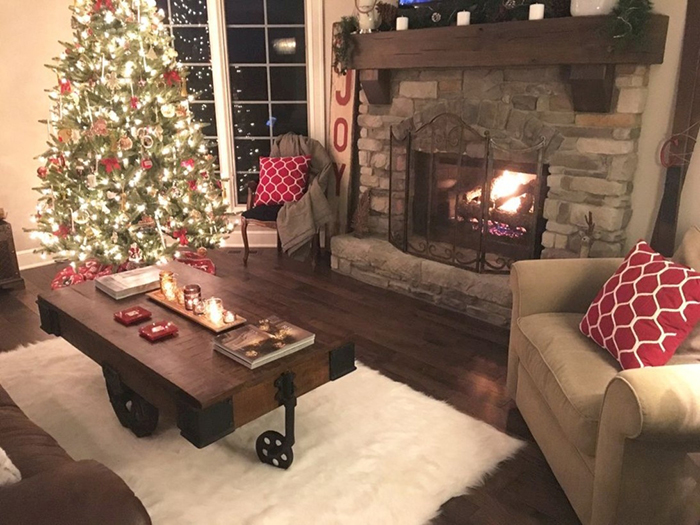 Rustic-Christmas-Fireplace-Decor-Ideas