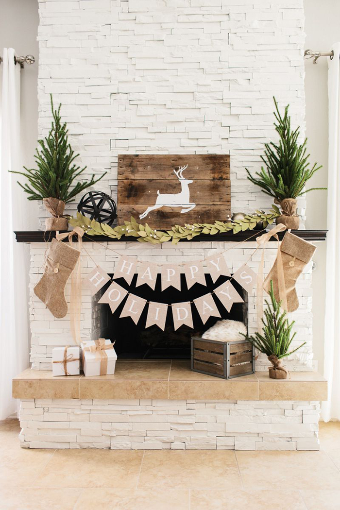 Rustic-Christmas-Ideas-Fireplace-Decor