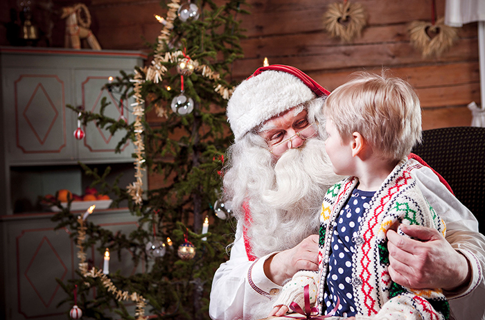 Santa-Claus-Visiting-Kids