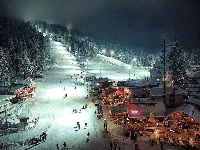 Ski-Resort-Bulgaria-Night-Ski-Slope-Borovets