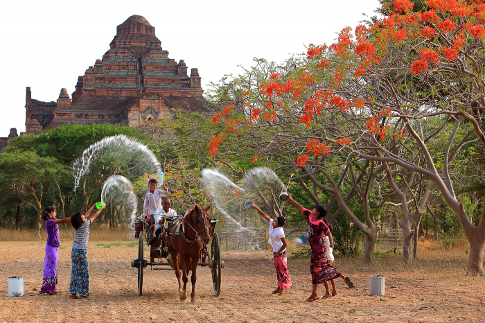 Thingyan-Festival-in-April-New-Year-in-Myanmar