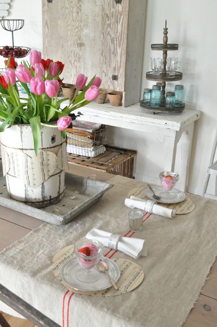 Valentines-day-vintage-table-with-flowers