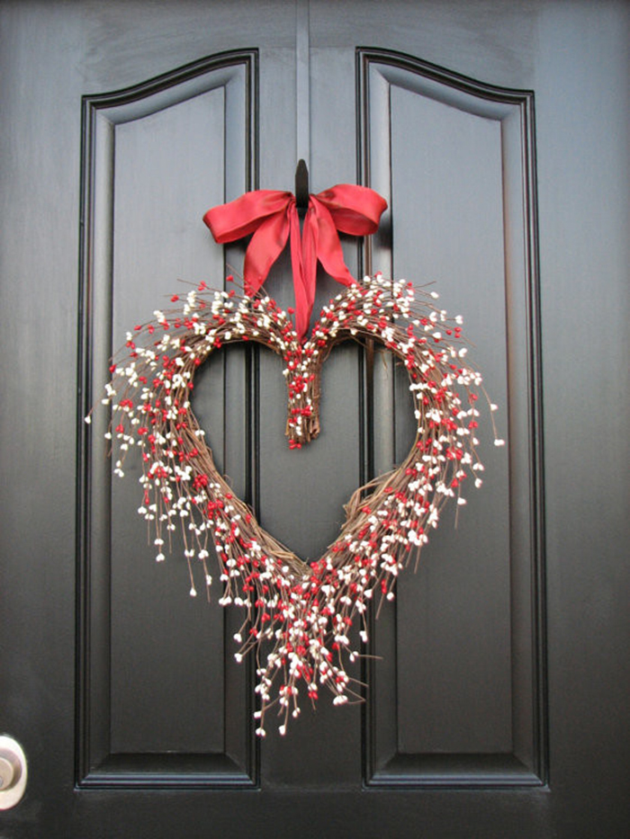 Valentines-day-wreath-on-the-front-door