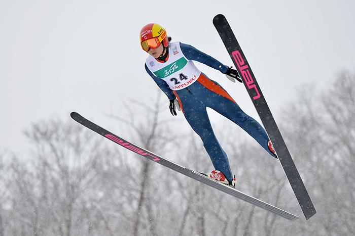 Woman-Ski-Jumping