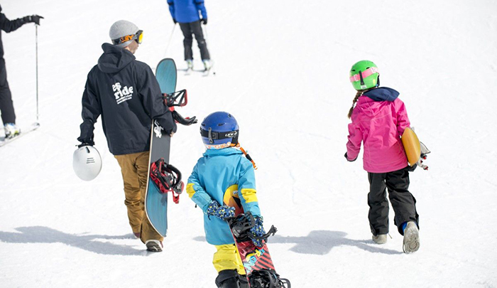 ski-area-equipment-snowboard-kids