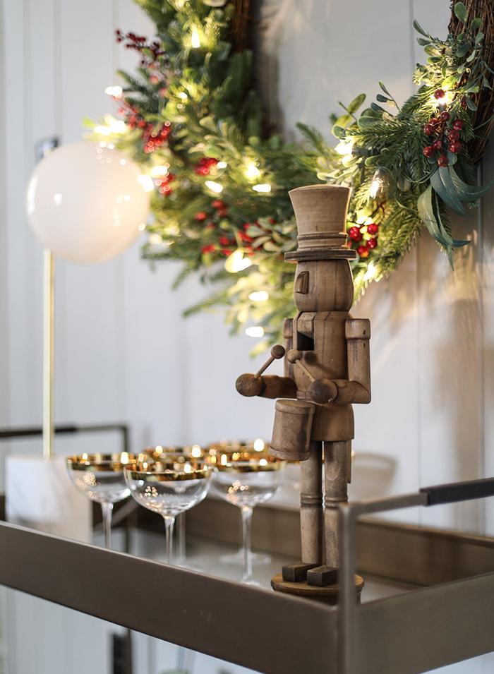 wood-nutcracker-rustic-Christmas-home-decor