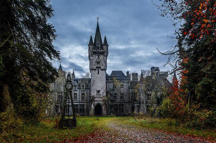 Château-Miranda-Celles-Abandoned-Castle