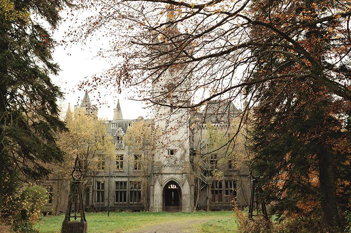 Château-Miranda-Celles-Haunted-Castle