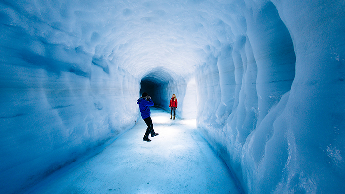 Exploring-Glaciers-in-Iceland-on-a-Honeymoon