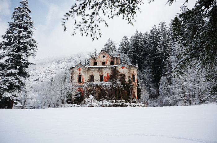 Villa-de-Vecchi-Lake-Como-creepy-mansion