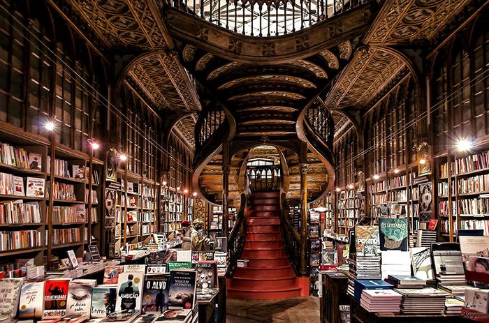 Livraria Lello Bookstore inside