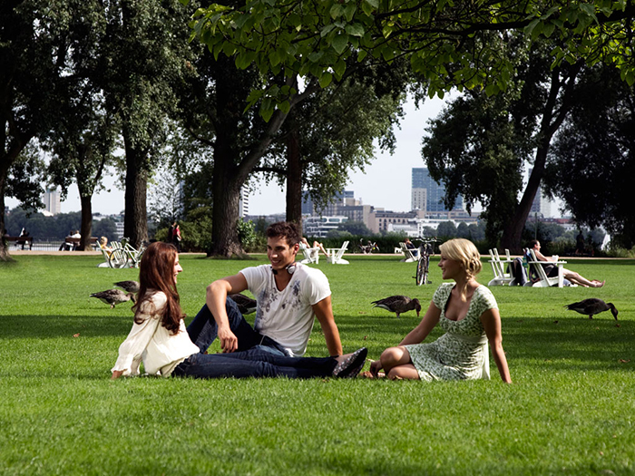 Friends in the park Hamburg