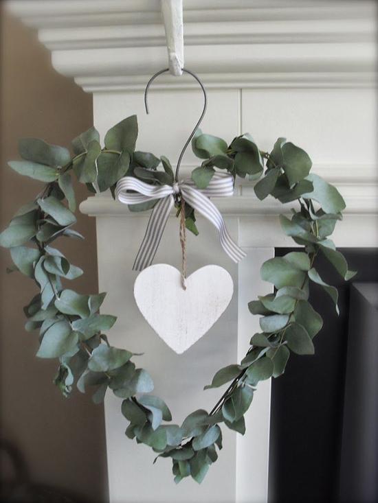 DIY-Door-wreath-st-Valentine's-day-inspiration