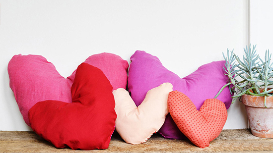 DIY-St-Valentine's-Day-decor-pillow-ideas