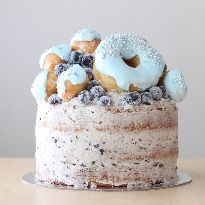 Donuts-and-blueberries-cake-ideas