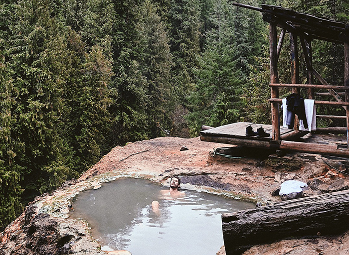 Enjoying-the-Hot-Springs--From-High-end-Resorts-to-Camping