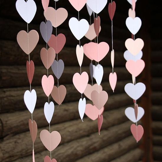 Hanging-St-Valentines-Day-Paper-Garland-Ideas