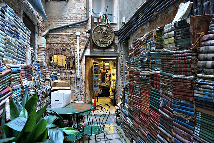 Libreria Acqua Alta rest place